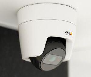 малогабаритные 4 мегапиксельные видеокамеры AXIS с ИК- прожектором и обзором на 130°